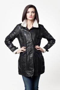 Удлиненная женская куртка с меховым воротником