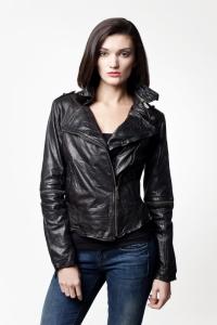 Женская кожаная куртка с отстегивающимися рукавами